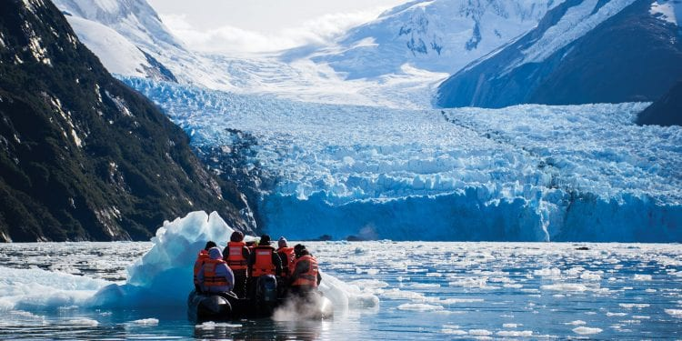 Ventus Australis glacier zodiac expedition