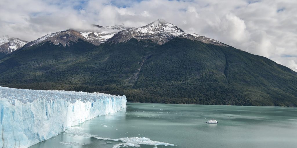 Vessel facing the Perito Moreno walls in Los Glaciares National Park. Patagonia Argentina